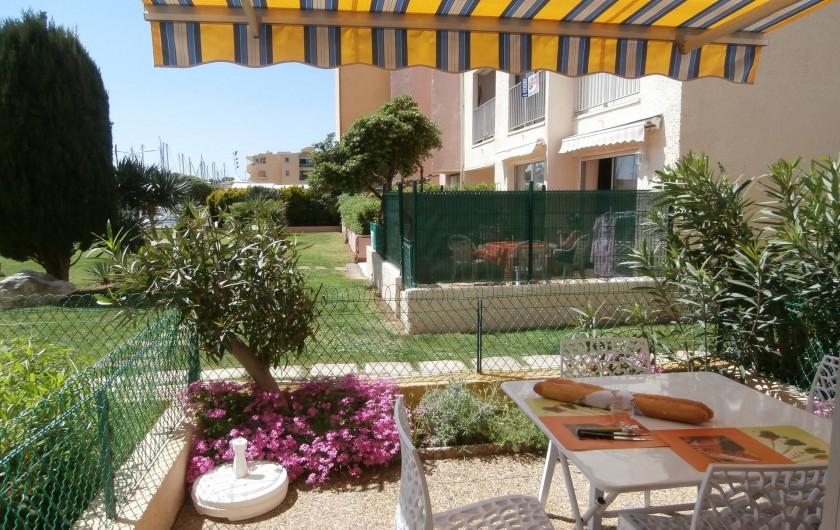 Location de vacances - Studio à Gruissan - petite terrasse