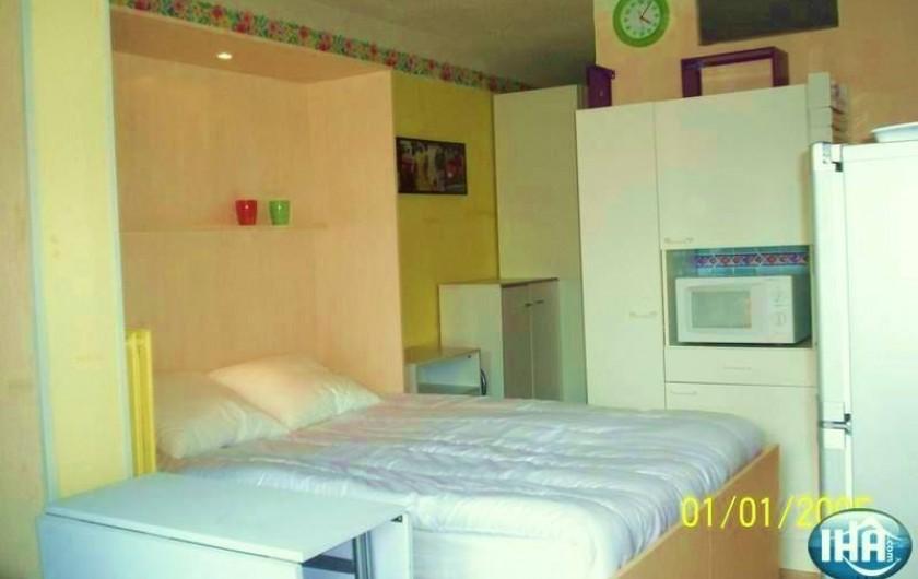 Location de vacances - Studio à Gruissan - séjour lit ouvert