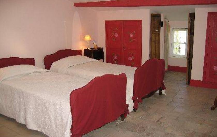 Location de vacances - Chambre d'hôtes à Fabrègues - Au 2 ème étage, deux lits séparés pour le confort de chacun.