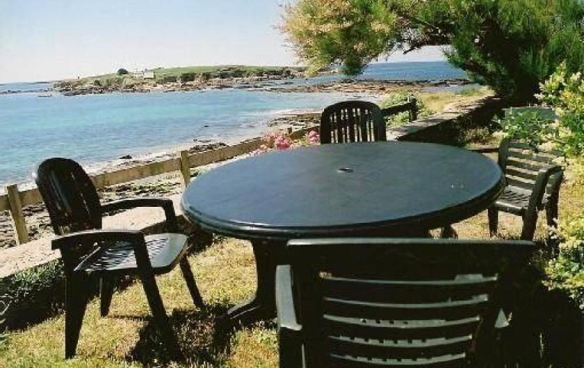 Location de vacances - Villa à Névez - Le salon de jardin et l'île de Raguenez