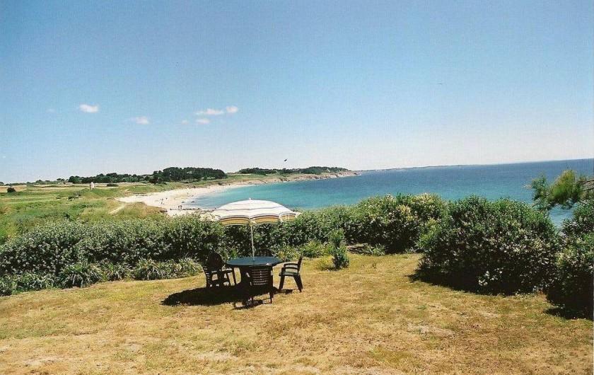 Location de vacances - Villa à Névez - Le jardin avec vue sur plage de Tahïti