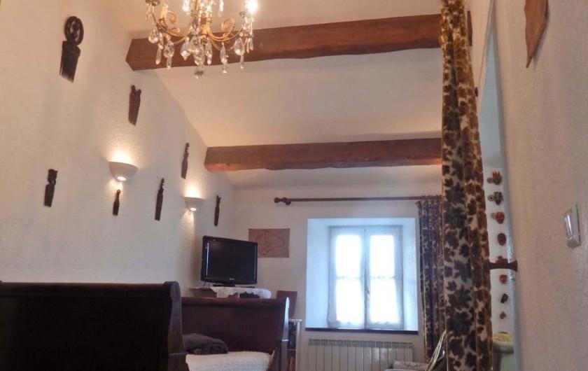 Location de vacances - Gîte à Meyras - petit salon avec un lit en 90. Télé - lecteur DVD - connexion wifi