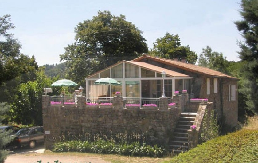 Location de vacances - Gîte à Meyras - Votre terrasse (accès aussi au gîte par ce 2ème escalier.