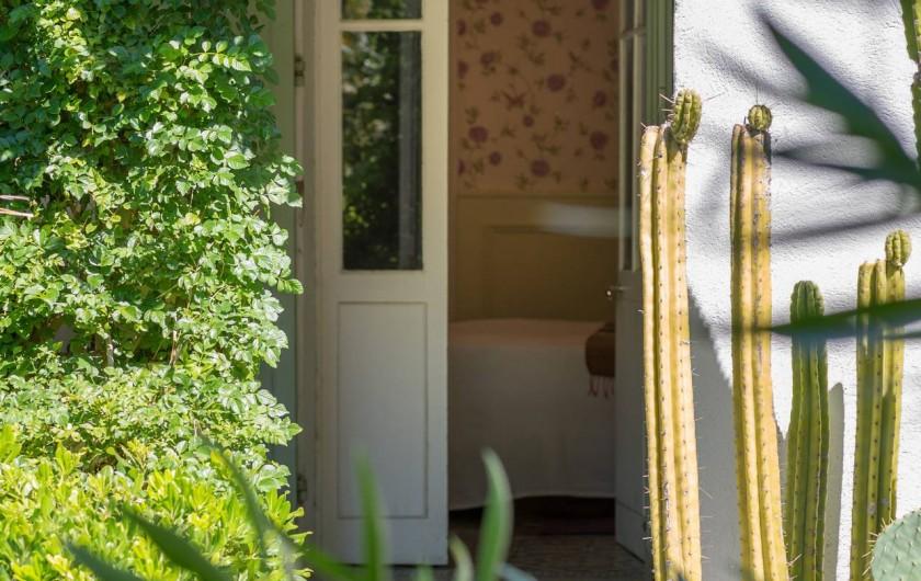 """Location de vacances - Chambre d'hôtes à Marseille - la chambres d'hôte """"La chambre"""" dans notre maison d'hôte à Marseille"""
