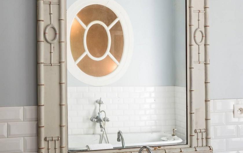 Location de vacances - Chambre d'hôtes à Marseille - l'une des salle de bains