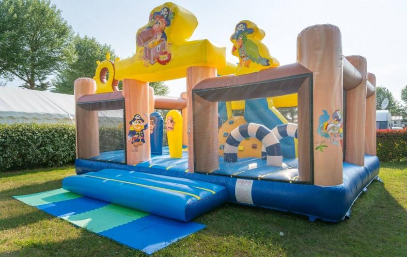Location de vacances - Camping à Guérande - chateau gonflable pour les enfants