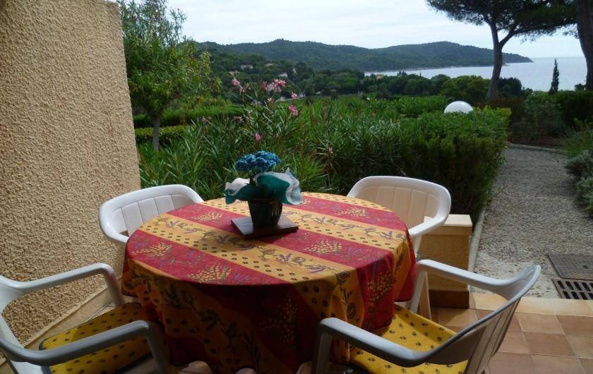 Location de vacances - Appartement à La Croix-Valmer - Terrasse