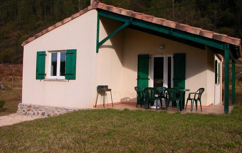 Location de vacances - Gîte à Gagnières - Terrasse avec barbecue