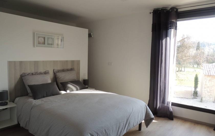 Location de vacances - Mas à Barbentane - La douche est derrière le lit