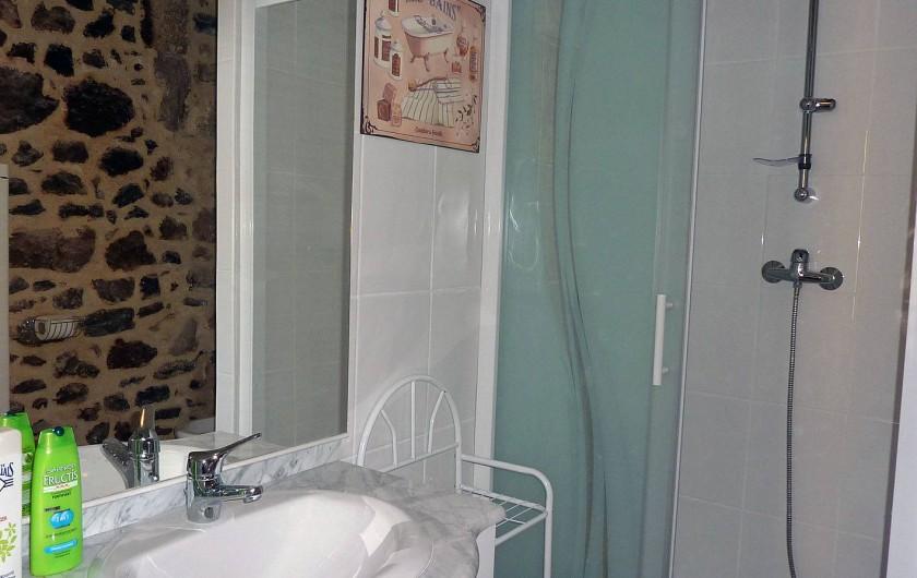 Location de vacances - Appartement à Fontès - Salle de bain chambre 1