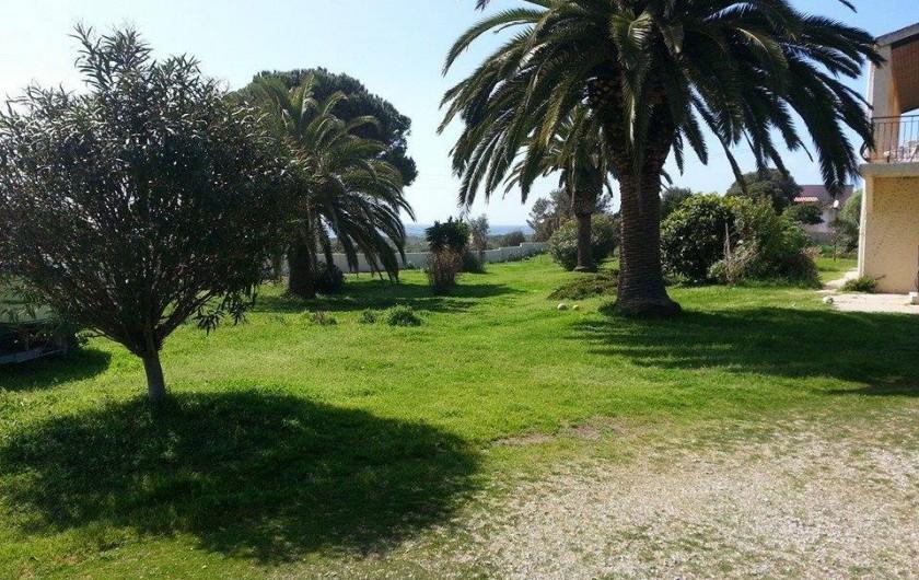 Location de vacances - Appartement à Cargèse - Jardin