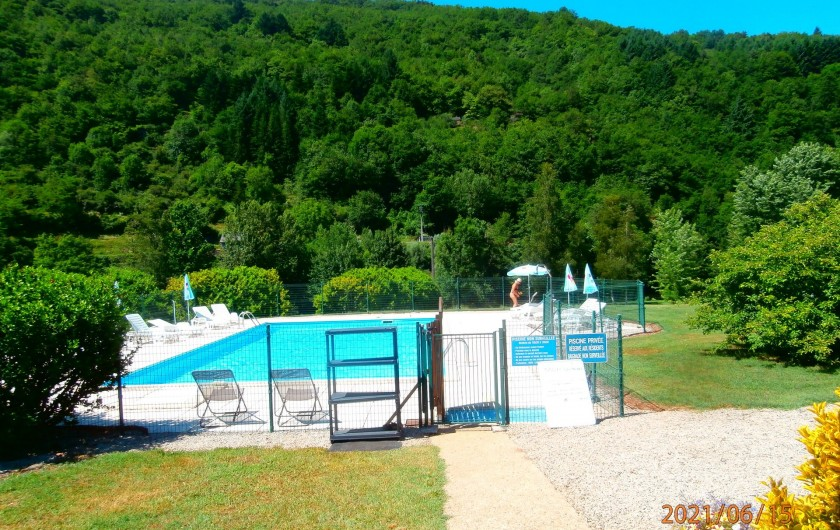 Location de vacances - Chalet à Saint-Geniez-d'Olt - Piscine de la résidence