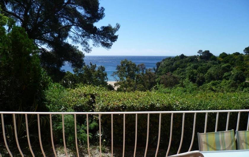Location de vacances - Appartement à Cavalaire-sur-Mer - Vue mer