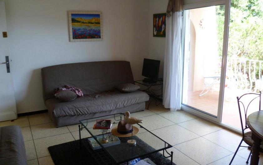Location de vacances - Appartement à Cavalaire-sur-Mer - Coin salon télévision