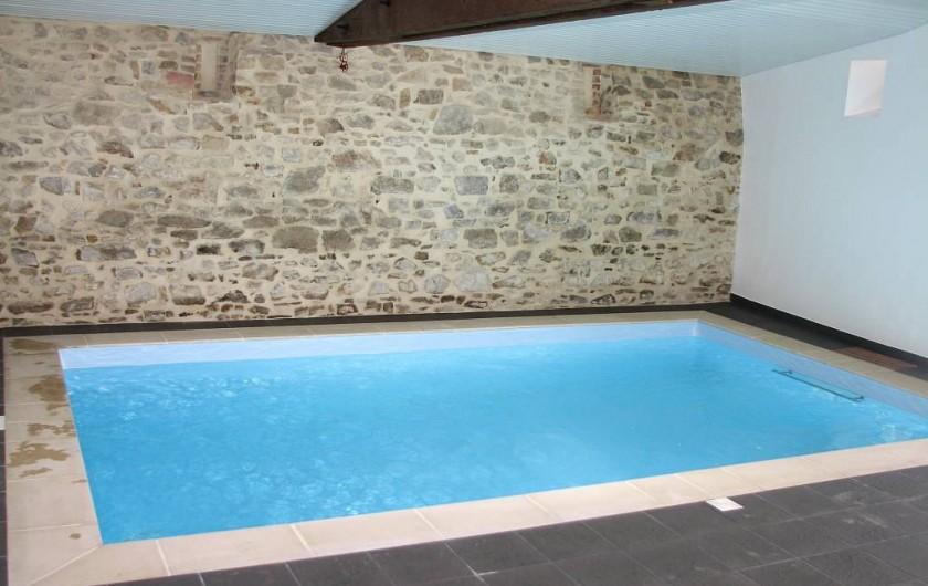Location de vacances - Gîte à Les Clouzeaux - Piscine intérieure avec accès par le gîte et chauffée à 28° toute l'année