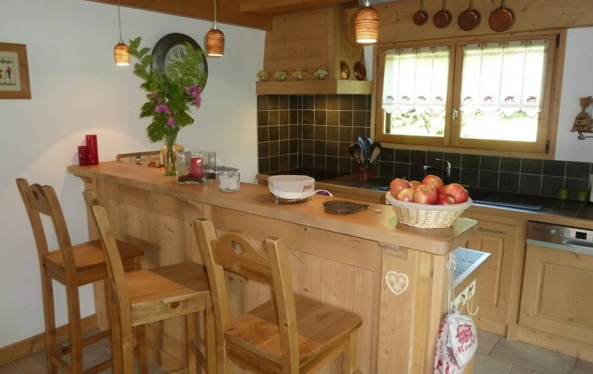 Location de vacances - Chalet à Megève - la cuisine américaine et le bar