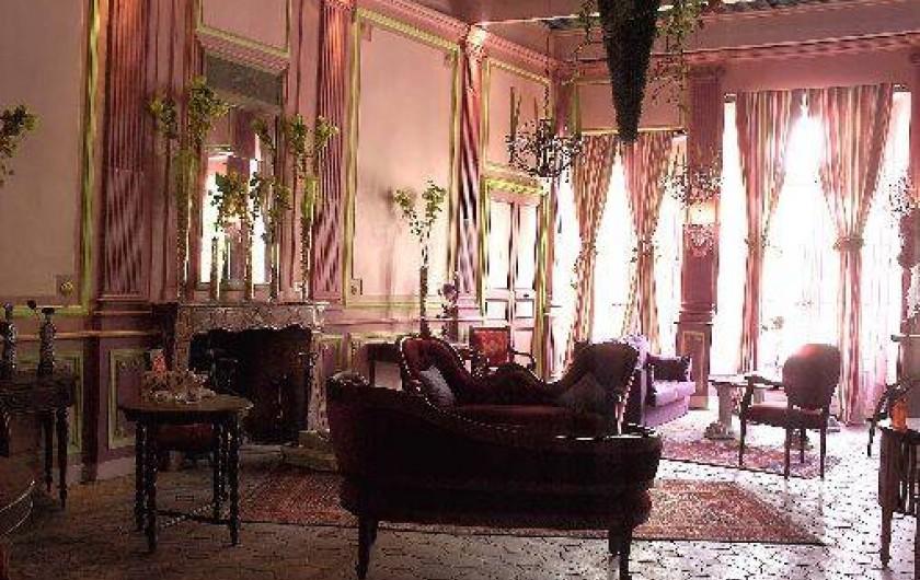 Location de vacances - Château - Manoir à Bourg-Saint-Andéol - grand salon de musique