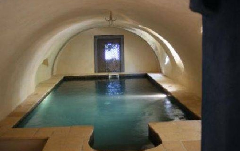 Location de vacances - Château - Manoir à Bourg-Saint-Andéol - piscine interieure de mai a octobre
