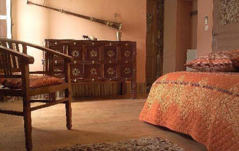 """Location de vacances - Château - Manoir à Bourg-Saint-Andéol - chambre """"nuit kirghize"""""""
