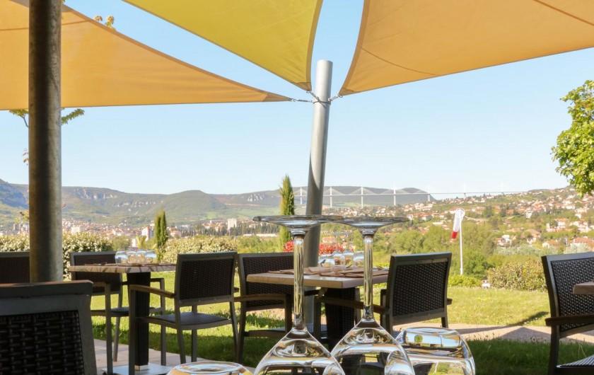 Location de vacances - Bungalow - Mobilhome à Millau - Terrasse du Restaurant