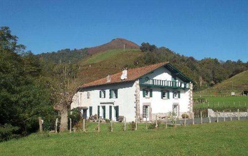 Location de vacances - Villa à Bidarray - Gîte Kuxinia sur un plateau vert