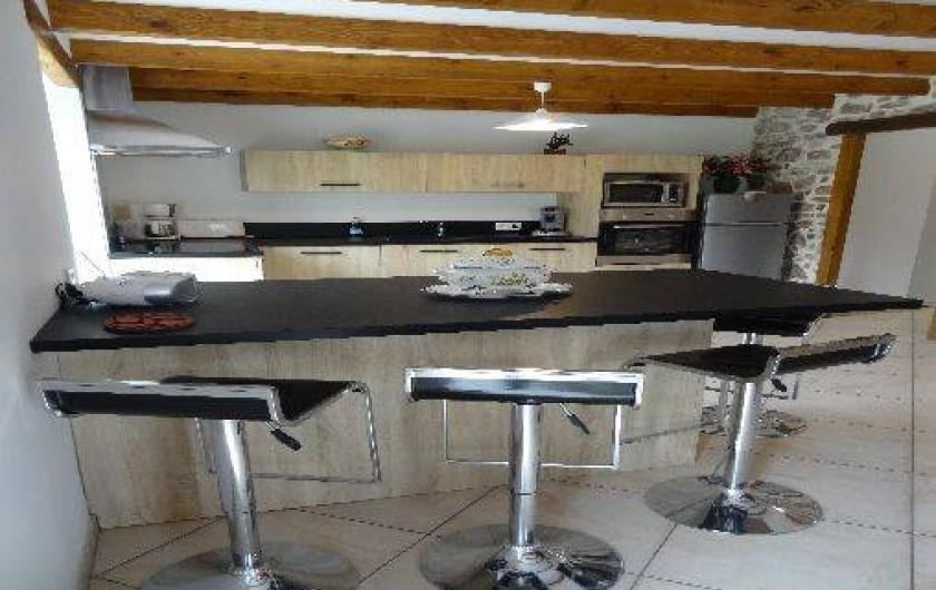 Location de vacances - Villa à Bidarray - cuisine américaine avec accés au cellier