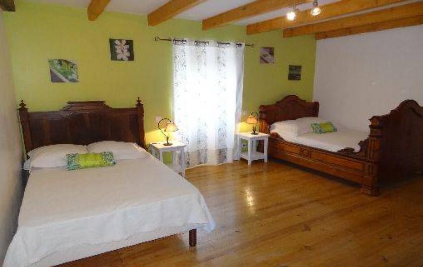 Location de vacances - Villa à Bidarray - chambre verte trés grande avec 2 lits en 120