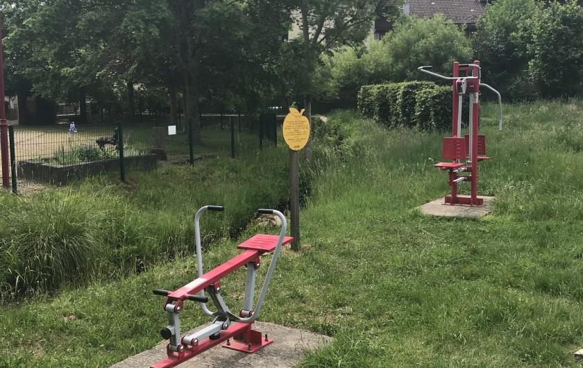 Location de vacances - Gîte à Raon-lès-Leau - Equipements sportifs au village