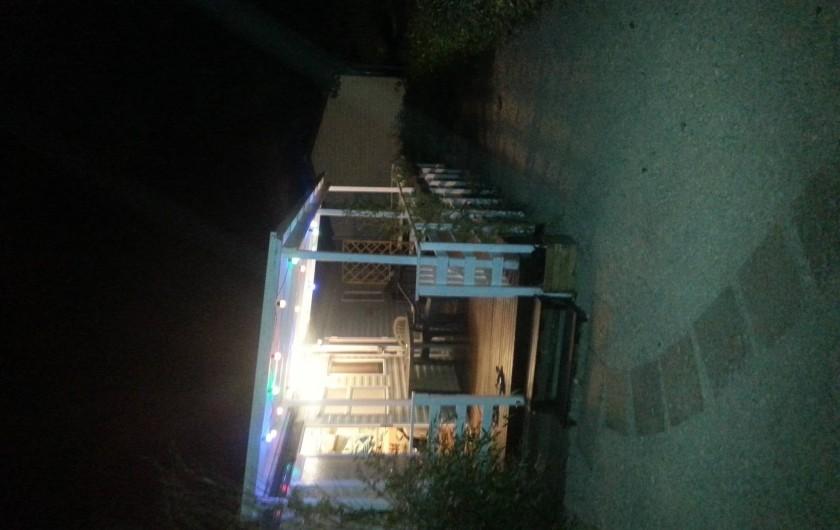 """Location de vacances - Camping à Vias - Forêt 41 """"Lilou"""" de nuit"""