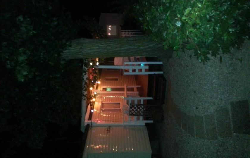 """Location de vacances - Camping à Vias - Forêt 42 """"Callie"""" de nuit"""