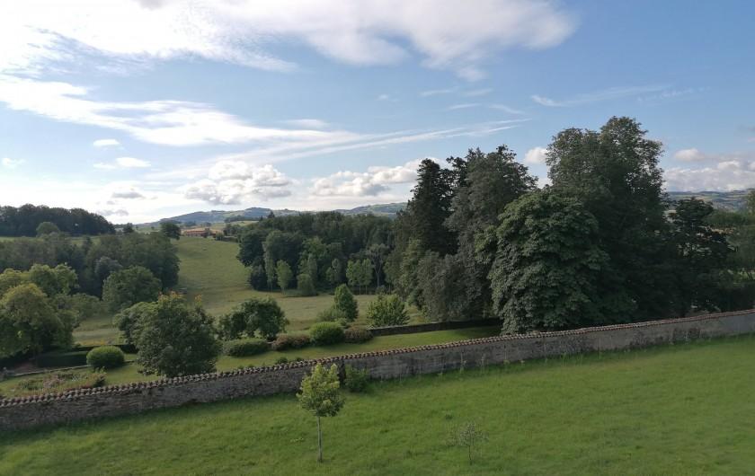 """Location de vacances - Gîte à Pomeys - Vue de la chambre """"Monts du Lyonnais"""". La campagne à l'état pur, le calme..."""