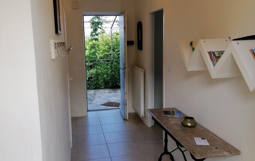 Location de vacances - Gîte à Pomeys - L'entrée traversante.