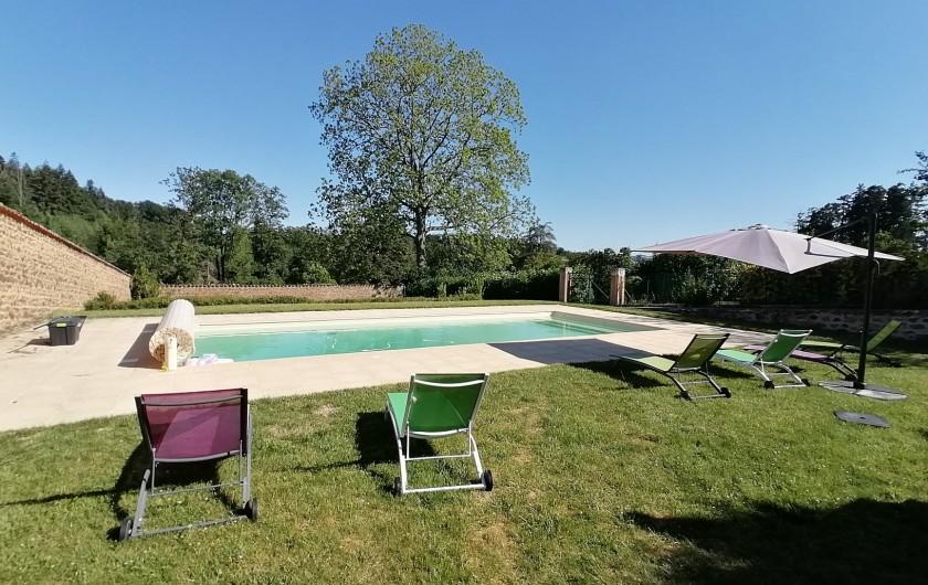 Location de vacances - Gîte à Pomeys - La grande piscine (temps partagé) de 5m x 12m avec vue sur les forêts.