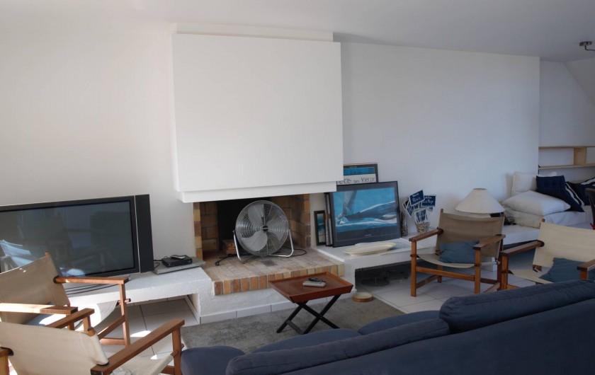 Location de vacances - Villa à Larmor-Baden - séjour côté cheminée