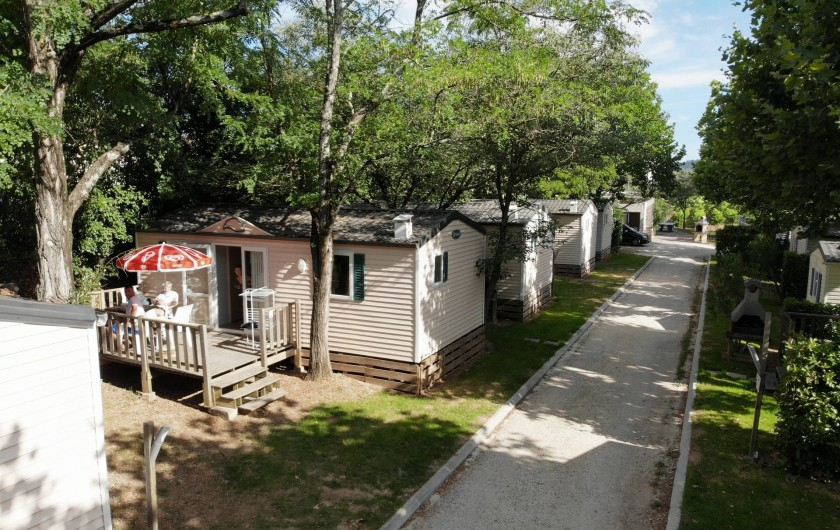 Location de vacances - Bungalow - Mobilhome à Salavas - Allée Mobil-home 4-6 personnes climatisés