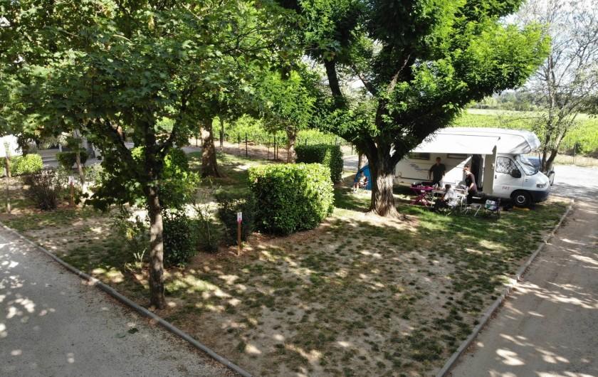 Location de vacances - Bungalow - Mobilhome à Salavas - Emplacements camping Raccordement électricité, sanitaires