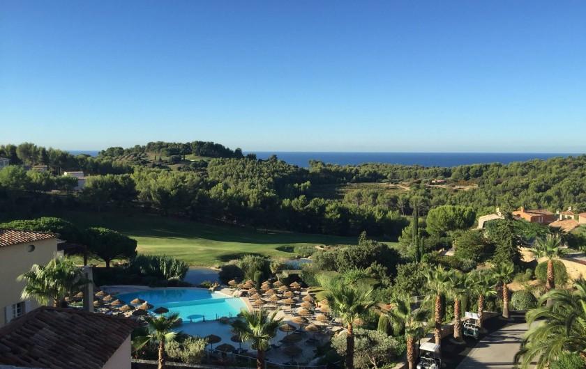 Location de vacances - Appartement à Saint-Cyr-sur-Mer - Vue depuis la terrasse