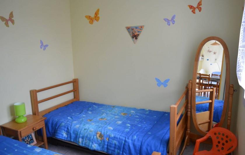 Location de vacances - Appartement à Longeville-sur-Mer - Chambre 2 : 2lits simples, placard mural de rangement