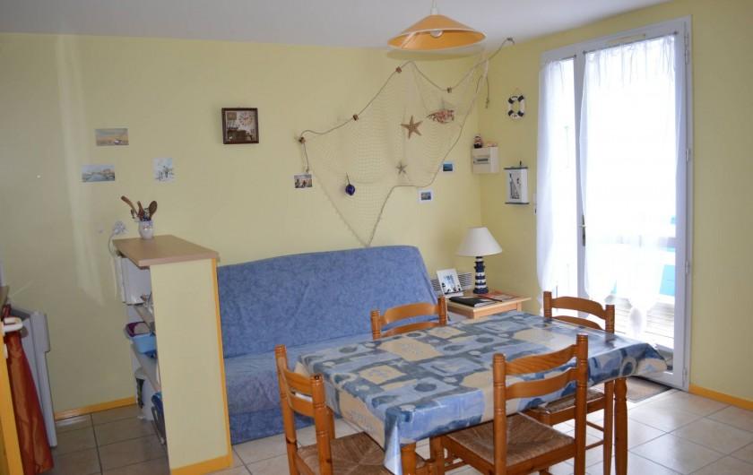 Location de vacances - Appartement à Longeville-sur-Mer - séjour avec canapé convertible