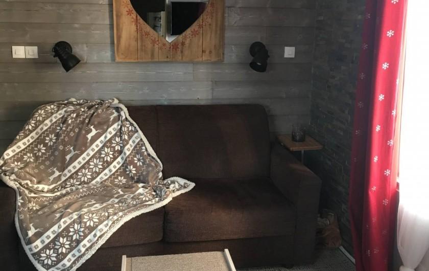 """Location de vacances - Studio à Les Carroz d'Arâches - Salon avec canapé convertible """"easy"""""""
