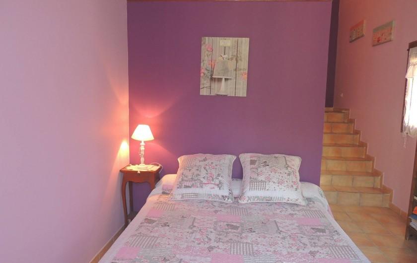 Location de vacances - Villa à Malves-en-Minervois - Grande chambre , lit en 160 , un wc et une entrée privative.