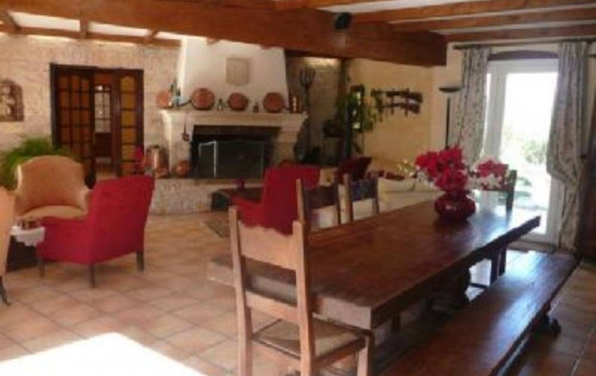 Location de vacances - Villa à Malves-en-Minervois - La salle à manger de la villa.