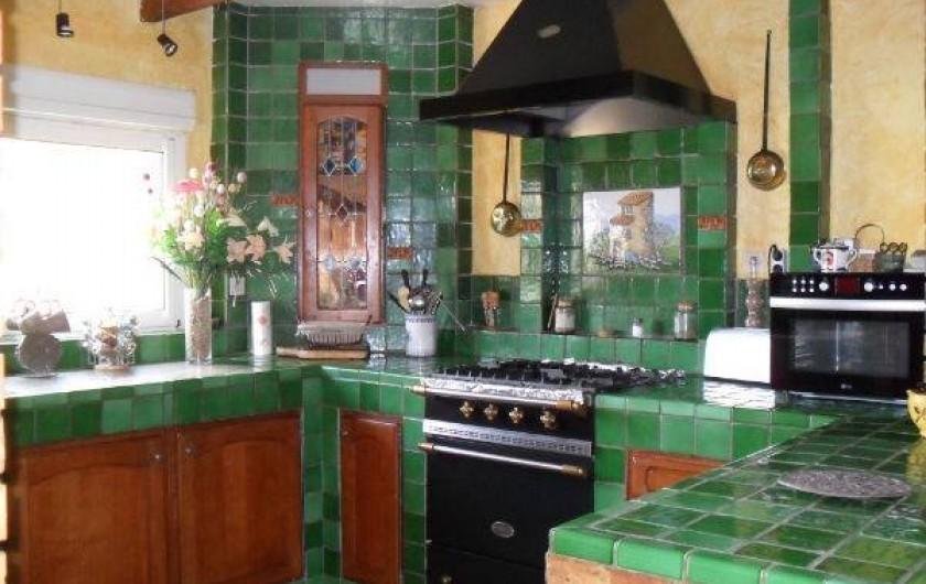 """Location de vacances - Villa à Malves-en-Minervois - La cuisine de la villa , avec un fourneau Lacanche , pour les """"cordons bleus"""""""