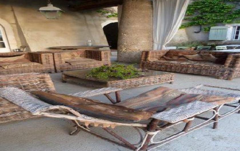 Location de vacances - Chambre d'hôtes à Saint-Lager-Bressac - Salon d'été dans la cour