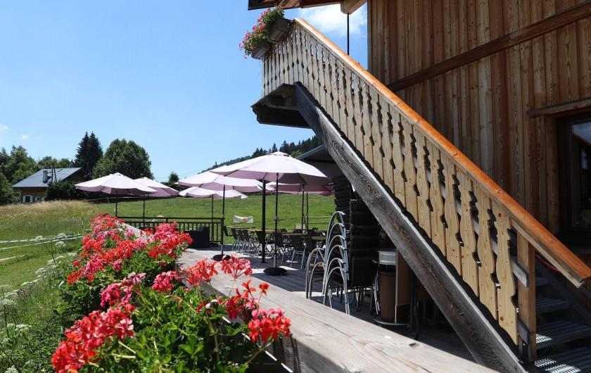 Location de vacances - Chambre d'hôtes à La Féclaz - Accès aux chambres par escalier extérieur