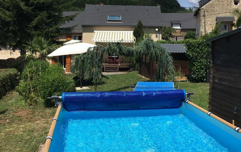 Location de vacances - Gîte à Saint-Péreuse - Vue de la terrasse de la piscine