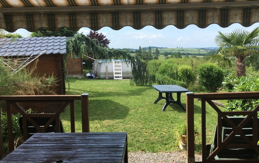 Location de vacances - Gîte à Saint-Péreuse - vue de la terrasse de la maison