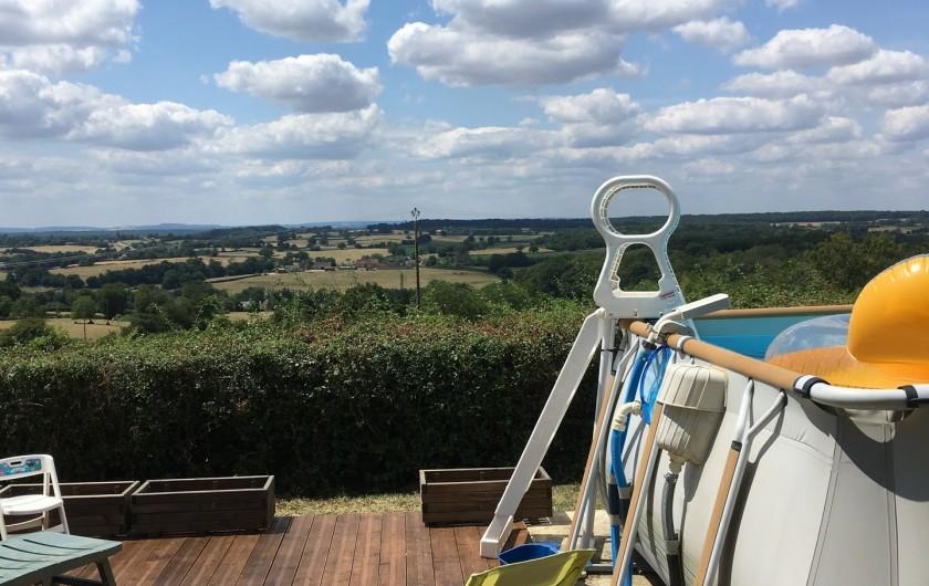Location de vacances - Gîte à Saint-Péreuse - vue de la terrasse sur la nature