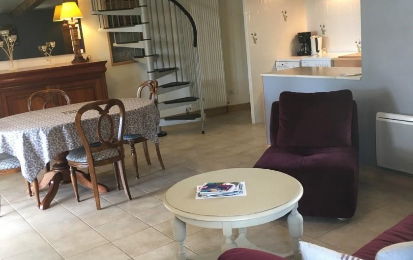 Location de vacances - Gîte à Saint-Péreuse - coin salle a manger