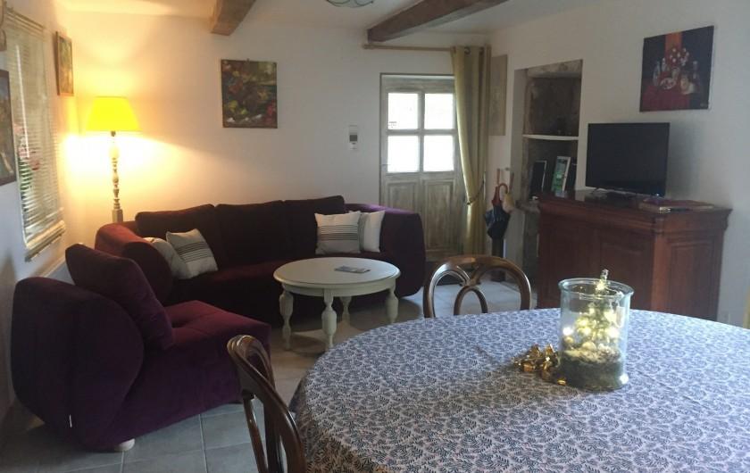 Location de vacances - Gîte à Saint-Péreuse - le salon